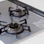 ガスコンロなど火を使う設備の設置方位が悪い場合の影響